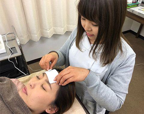 活動を休止していた毛根に刺激を与え、毛根を再活性させ、髪の毛の成長を一気に促進