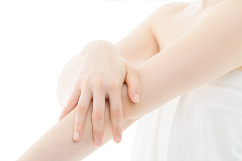 骨・筋肉・内臓によりズレや捻じれが起きている皮膚を整える